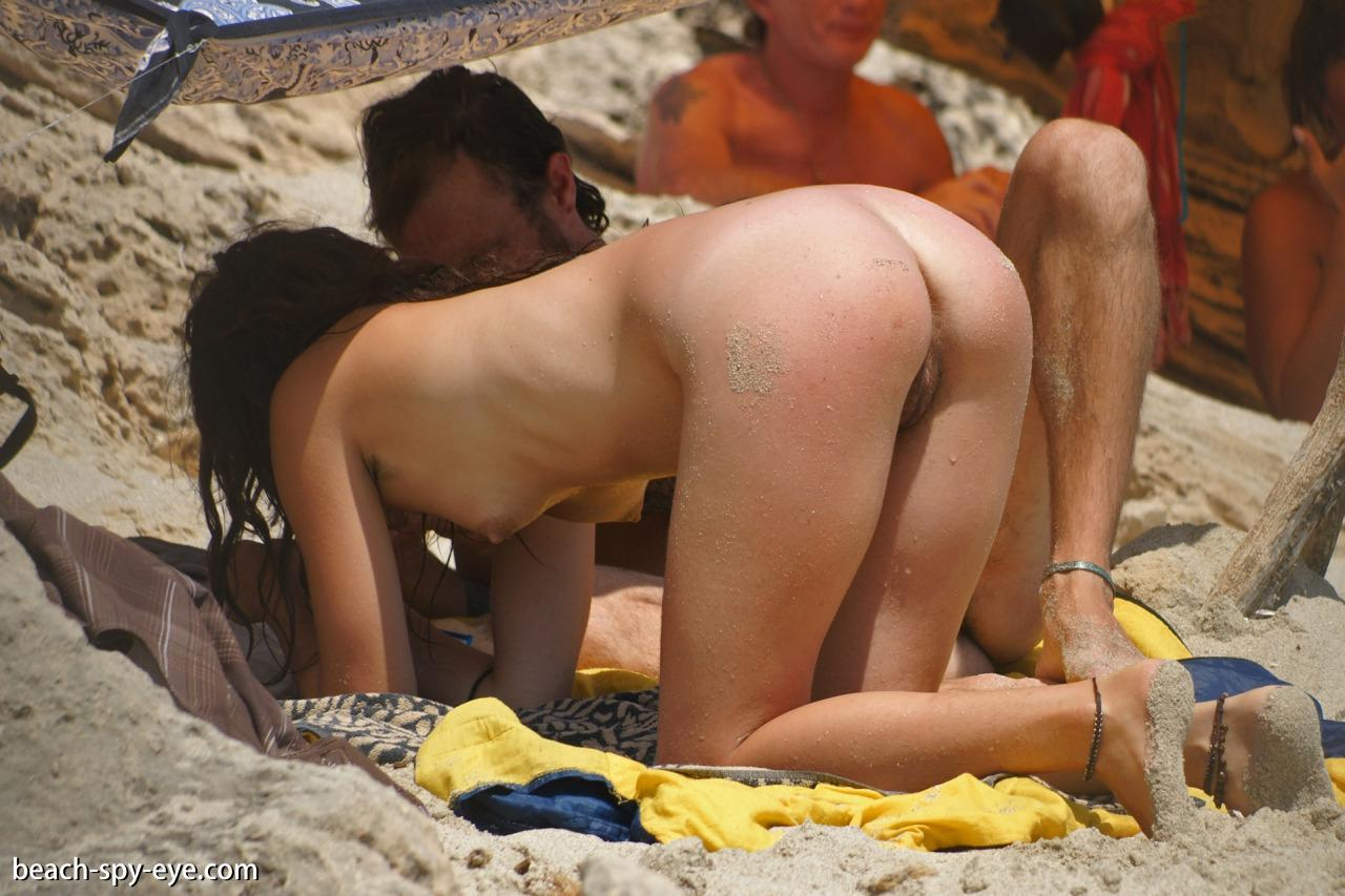 voyeur beach pussy from backside
